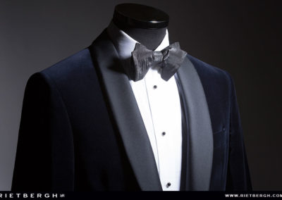 Een blauwe velvet tuxedo